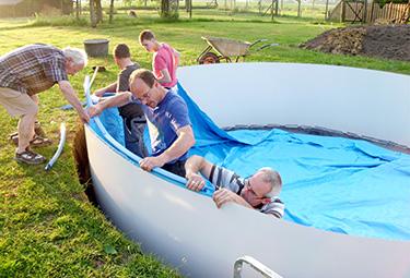 Aufbau von stahlwand pools in 9 schritten poolsana der for Poolfolie montieren