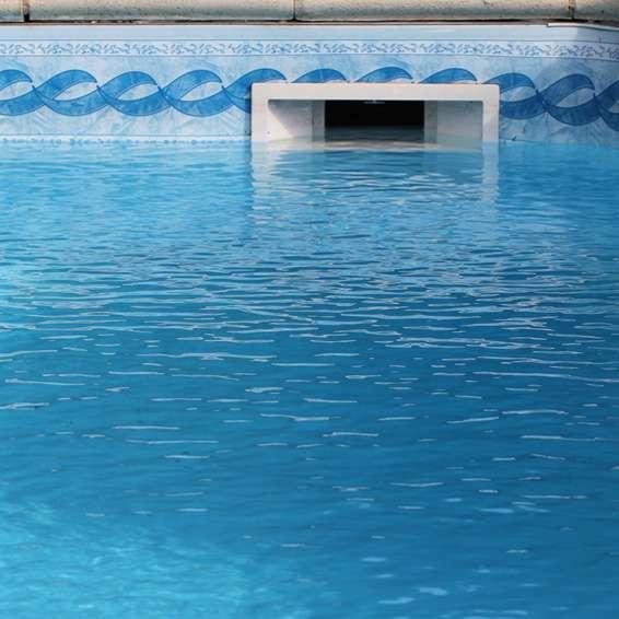 einbau vs berh nge skimmer so unterscheiden sich die pool oberfl chenabsauger poolsana. Black Bedroom Furniture Sets. Home Design Ideas