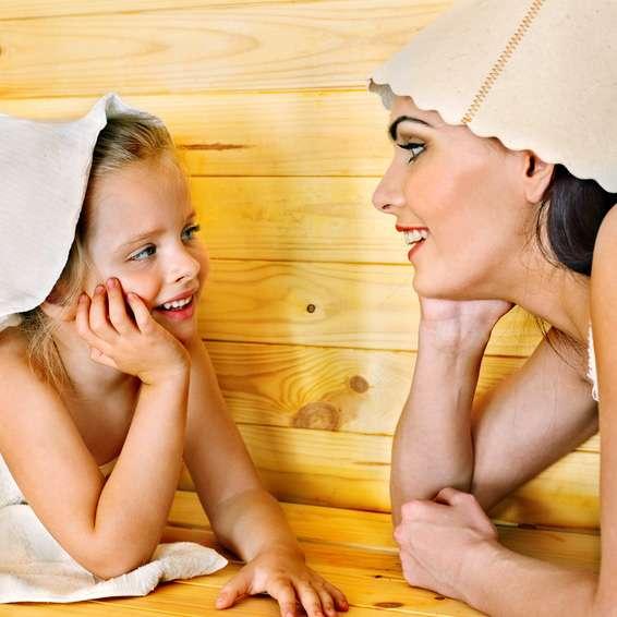 Durfen Kinder Mit In Die Sauna Tipps Fur Eltern Poolsana Der